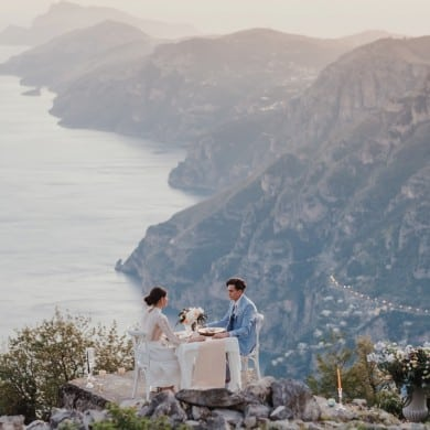 amalfi coast elopement dinner overlooking cliffs